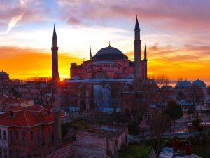 العيش في تركيا